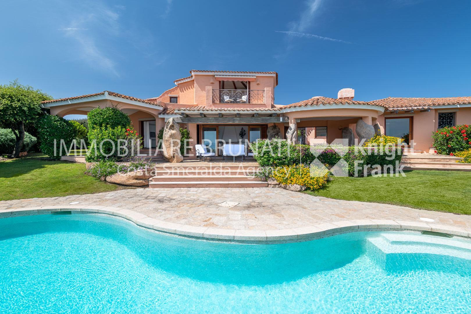 Immobiliare brunati villa in pevero golf sardegna italia for Immobiliare sardegna