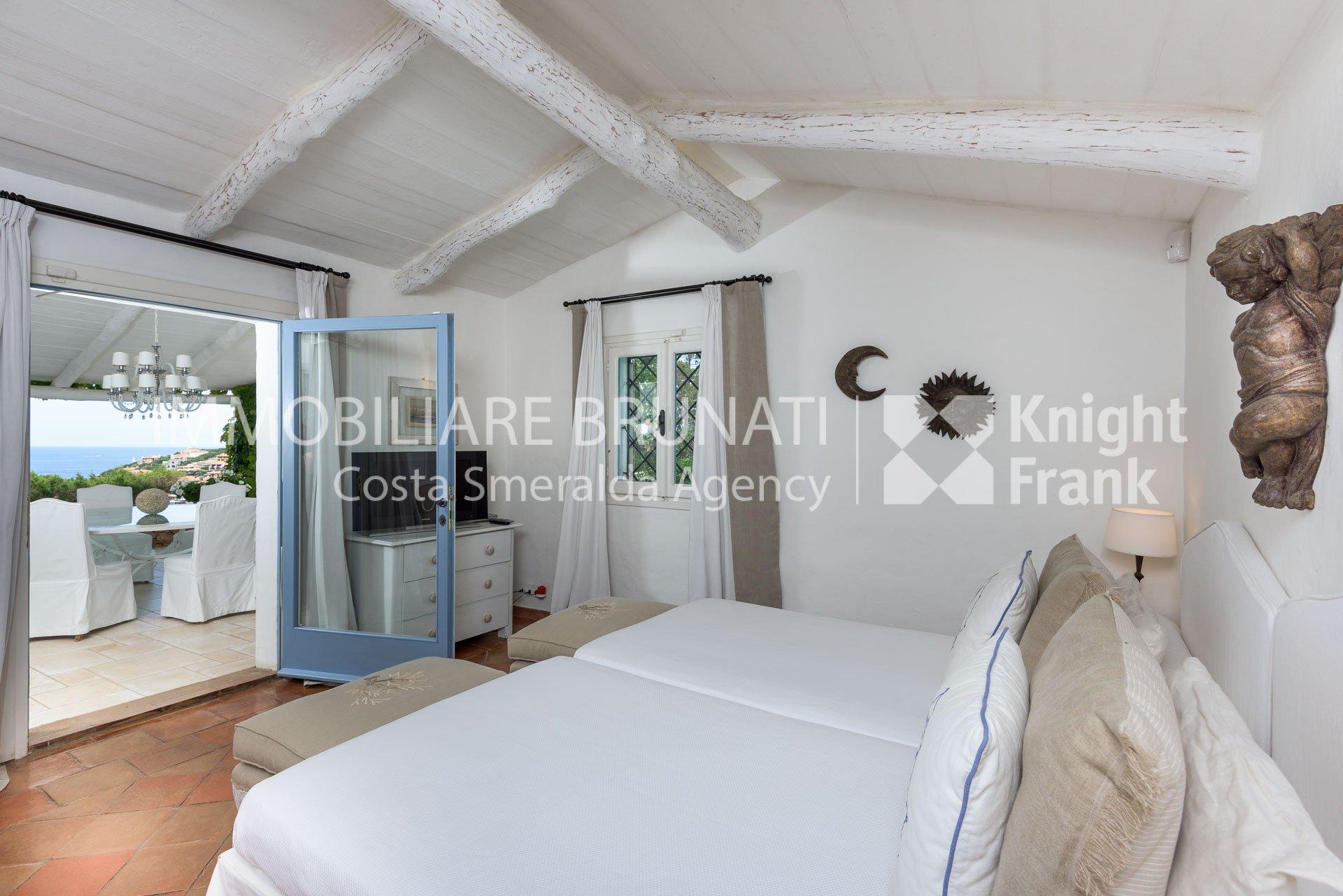 Immobiliare brunati villa in porto cervo centro for Arredi costa smeralda